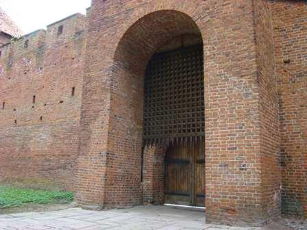 Fot.11 Frombork brama z broną