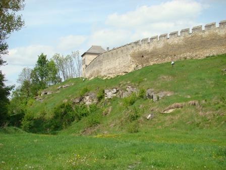 Fot.33 Szydłów mury